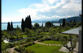 2 bedroom houses for sale in Italy. Villa – Garda, Veneto, Italy