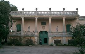 Residential for sale in Province of Lecce. Historic Villa with project for Clinical or rest home for the elderly for sale in Corigliano d'Otranto