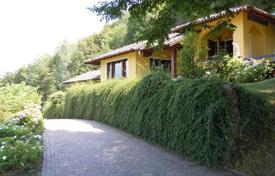 Luxury property for sale in Menaggio. Beautiful villa with a stunning lakeview! Few passes from the golf club