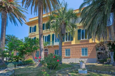 Houses with pools for sale in Genoa. Historic villa with a garden, pool and sea views in Santa Giulia, Liguria, Italy