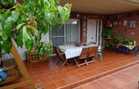 Houses with pools for sale in Tarragona. Cozy villa with a garden, a pool, a garade and a terrace, Cambrils, Spain
