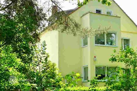 Houses for sale overseas. Large house with 10 rooms and a private garden in the popular district of Zehlendorf, Berlin