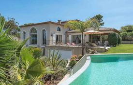 5 bedroom houses for sale in Mougins. Spacious villa in Mougins, France. Large plot, jacuzzi, lounge, gym, panoramic view, garage