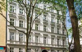Residential for sale in Kreuzberg. Four-room apartment with a garden in a historic building, in the area of Kreuzberg, Berlin, Germany