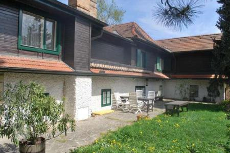 Property for sale in Lower Austria. Sunny villa with a garden in Kleinwilfersdorf