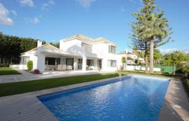 Houses with pools for sale in El Paraíso. Marvellous Mediterranean Villa in El Paraiso Barronal, New Golden Mile, Estepona