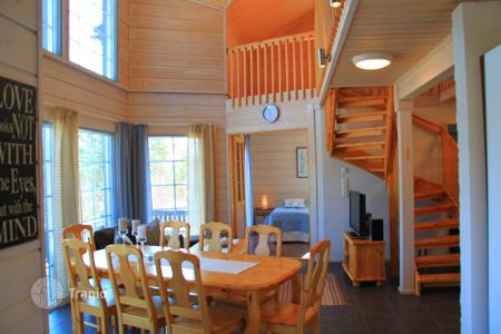 4 bedroom houses for sale in Finland. A wooden cottage with a spacious terrace, panoramic windows and a sauna, surrounded by a picturesque natural landscape, Jämsä, Finland