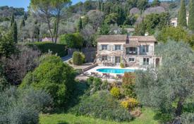 Property for sale in Grasse. Cannes back country — Provençal style villa