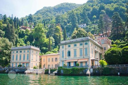 Residential for sale in Torno. Apartments with a personal mooring, a terrace and a garden in historical residence on Lake Como, Torno