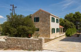 Property for sale in Split-Dalmatia County. Small house with a garden and sea views, Brac Island, Splitsko-Dalmatia County, Croatia