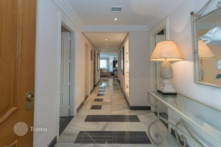 Luxury 4 bedroom apartments for sale in Costa del Sol. Luxury Apartment — Beachfront Marbella Golden Mile