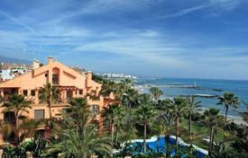 Luxury 2 bedroom apartments for sale in Costa del Sol. Luxury apartment on the first line from the sea in Puerto Banus, Costa del Sol, Spain