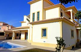 3 bedroom houses for sale in Albufeira. Beautiful 3 Bedroom Villa close to Gale Beach with Sea Views