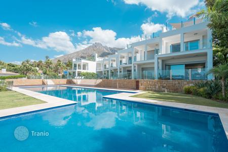 Luxury townhouses for sale in Malaga. Modern Townhouse in Vistas Marinas, Golden Mile