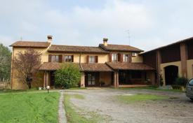 Houses for sale in San Fiorano. Lovely house with a big garden