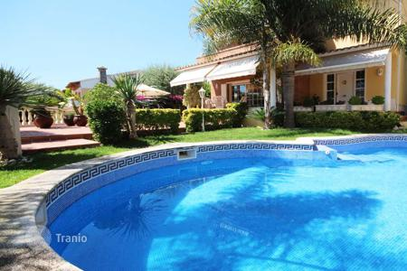 5 bedroom houses for sale in Costa del Maresme. Immaculate house in a residential area, Premia de Dalt