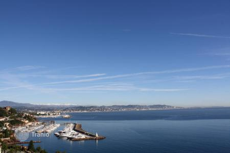 4 bedroom apartments for sale in Theoule-sur-Mer. Théoule-sur-Mer — Seafront duplex apartment