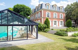 5 bedroom houses for sale in Ile-de-France. Le Vésinet