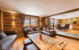 5 bedroom villas and houses to rent in Meribel. Chalet for 10 people, with a jacuzzi and a sauna, at 50 meters from the slope, Meribel, France