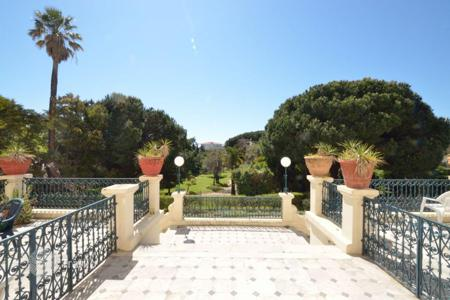 Cheap apartments for sale in Cannes. Cannes, Alexandre III