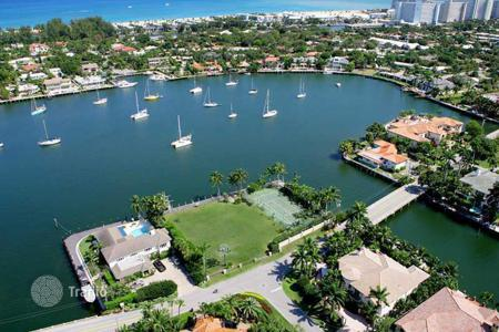 Coastal land for sale overseas. Beautiful land in Harbor Beach, South Florida