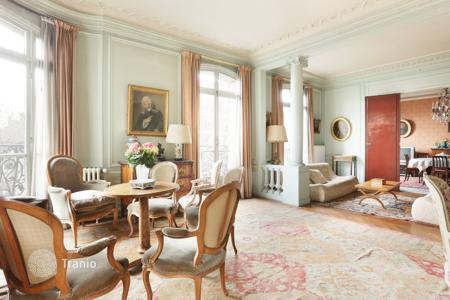 Luxury 4 bedroom apartments for sale in Ile-de-France. Paris 17th District – An over 200 m² apartment