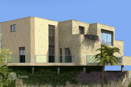 Luxury new homes for sale in Menton. Classy contemporary design close to the promenade and the sea in Menton