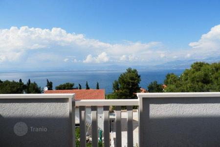 Cheap property for sale in Brač. Apartment in Sutivan