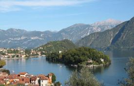 Townhouses for sale in Italy. Terraced house – Lake Como, Lombardy, Italy