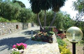 Houses for sale in Diano Castello. Diano Castello Elegant villa with a large garden