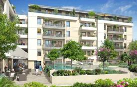 Apartments with pools for sale in France. New home – Nice, Côte d'Azur (French Riviera), France