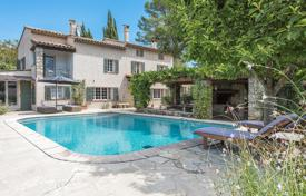 3 bedroom houses for sale in Côte d'Azur (French Riviera). Cozy historic villa with a pool and a guest house, in a gated residence with a tennis court, Mougins, France