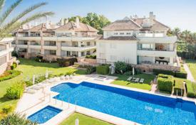 Two-level penthouse on the first line from the sea in Estepona, Andalusia, Spain for 1,695,000 €