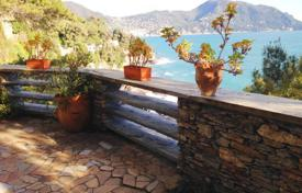 Property for sale in Sori. Three-bedroom apartment with a terrace, a balcony, a private garden and access to the sea, Sori, Italy