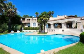 6 bedroom houses for sale in Côte d'Azur (French Riviera). Prestigious Provencal villa with views of hills and the sea, with a garden, a garage and a pool in a small gated estate, Nice, France