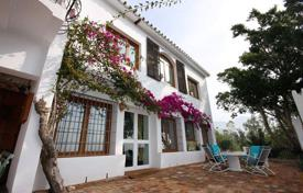 3 bedroom houses for sale in Costa del Sol. Spacious villa with a private garden, a swimming pool, a parking, terraces and sea views, Mijas, Spain