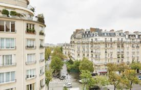 4 bedroom apartments for sale in Paris. Paris 15th District – Near the Champ de Mars and the Eiffel Tower