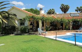 3 bedroom houses for sale in Castille and Leon. South facing villa with great views in Sotogrande Alto