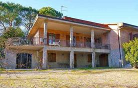 5 bedroom houses for sale in Siena. Spacious rustic style villa in Siena, Tuscany, Italy