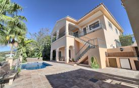 4 bedroom houses for sale in Southern Europe. Fabulous Classical Villa in La Alqueria, Nueva Atalaya, Estepona