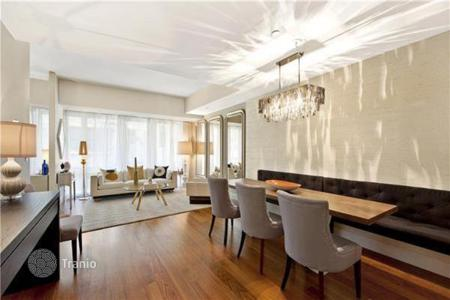 Luxury 1 bedroom apartments for sale overseas. Apartments overlooking the garden and the old building Chickering Hall in Midtown Manhattan, Manhattan