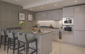 Property for sale in London. Spacious apartment with a winter garden in a new residential complex with a roof-top garden, a concierge and a gym, London, UK