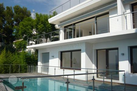 4 bedroom houses for sale in Èze. Modern villa with a panoramic terrace on the roof and near the beach in Eze-sur-Mer