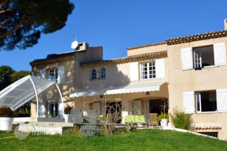 Luxury 4 bedroom houses for sale in Vallauris. Charming villa