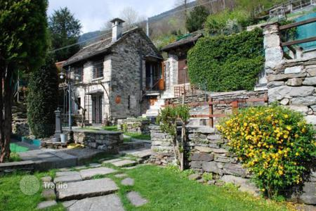 3 bedroom houses for sale in Piedmont. Detached house - Casale Corte Cerro, Piedmont, Italy