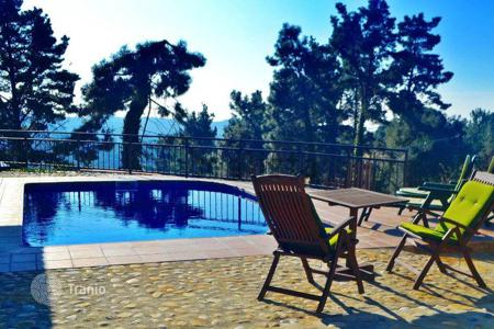 Cheap 3 bedroom houses for sale in Europe. House of 253 m² on 1,100 m² of land with a private garden and swimming pool