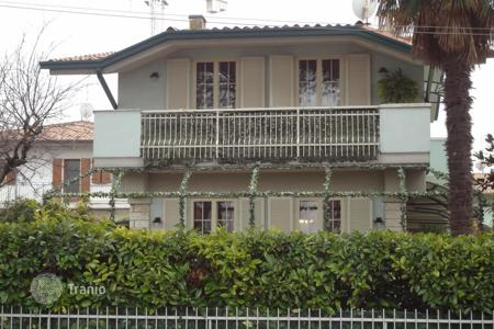 Property for sale in Sirmione. Villa - Sirmione, Lombardy, Italy