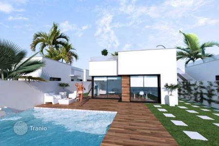 Cheap residential for sale in Costa Calida. Bungalow of 3 bedrooms in Los Alcázares