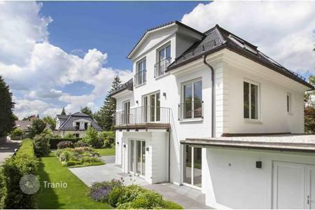 Luxury property for sale in Bavaria. New family house with a beautiful garden in the prestigious suburb of Munich, Grunwald