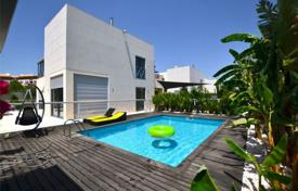 Houses with pools for sale in Faro. Spacious modern style viilla with a swimming pool and a patio, Albufeira, Portugal